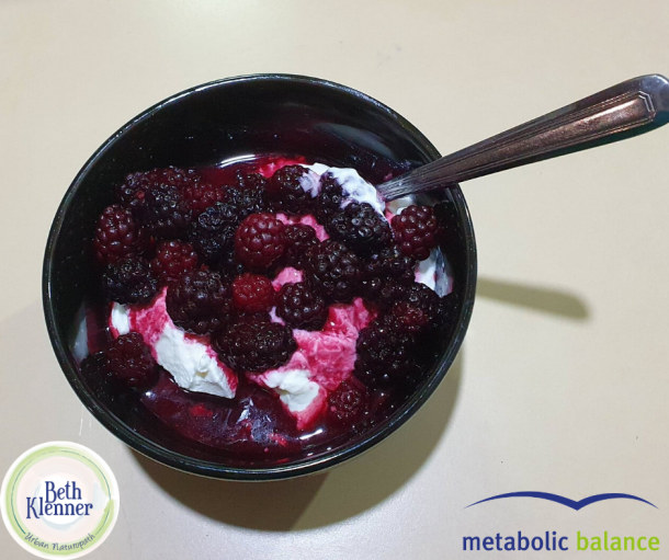 Metabolic Balance Yoghurt with blackberries